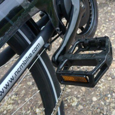 NCM Hamburg Test: rutschesichere Pedale hat das Bike