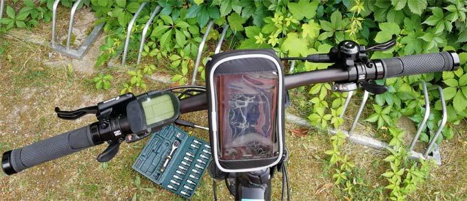 Fischer Lenkertasche mit Smartphonefach aus Fahrerperspektive